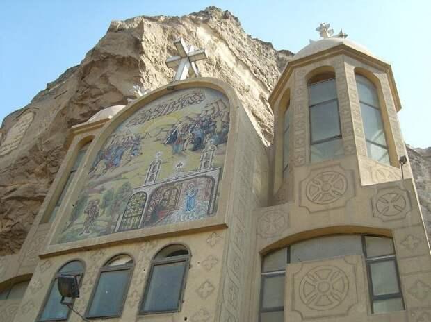 Пещерный храм в Каире