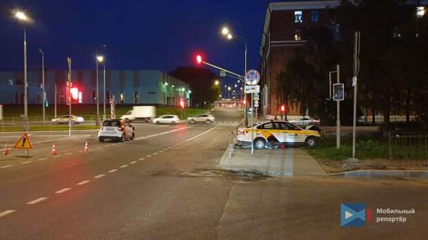 В аварии на Гостиничной пострадали два человека