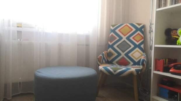 Девушка взяла потрёпанное офисное кресло и сделала из него конфетку