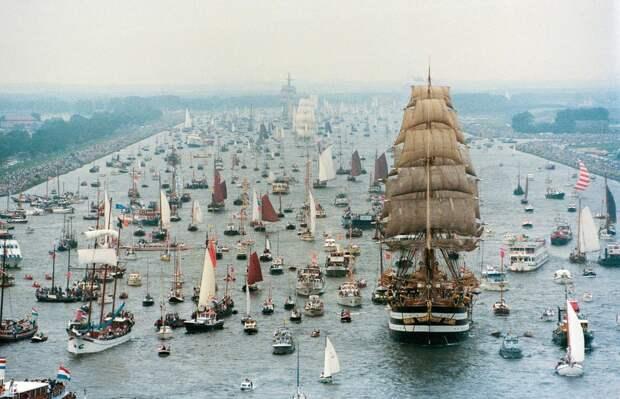 11 фото парада судов в Амстердаме, от которых захочется купить себе кораблик и уйти в море