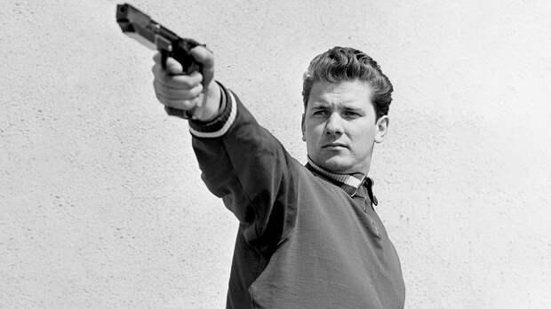 Два советских стрелка были фаворитами Олимпиады вМехико. Нонезадолго доИгр один застрелил другого