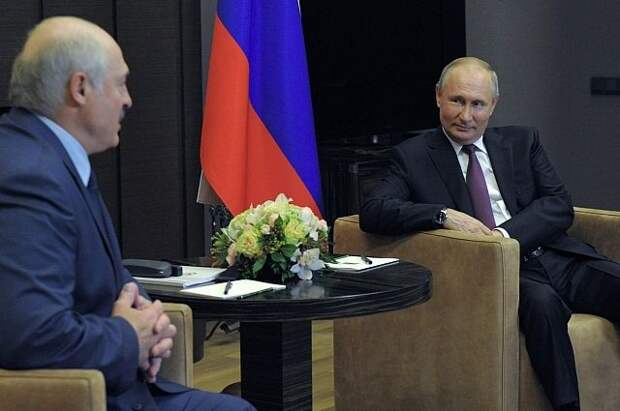 Путин предложил белорусскому президенту искупаться в море