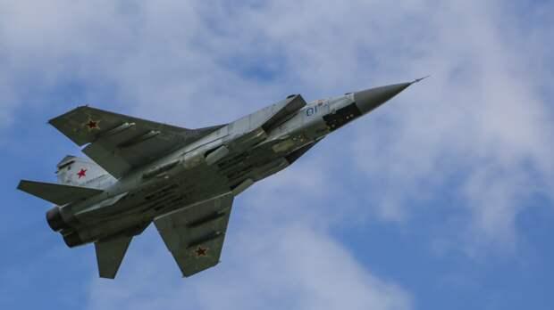 Российский МиГ-31 сопроводил самолет-разведчик ВВС США над Чукотским морем