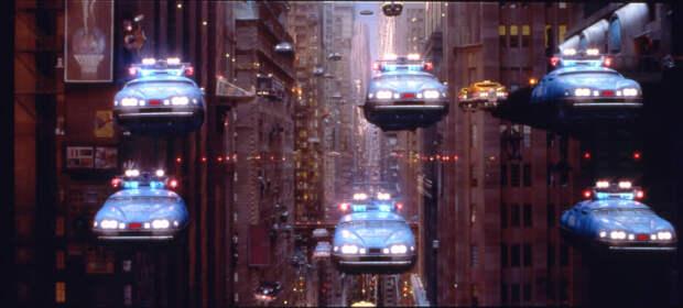 Летающие автомобили давно стали одной из визитных карточек фантастики. Кадр из фильма «Пятый элемент»