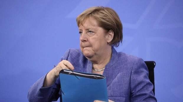 Прилетевшей на G7 Меркель велели держать руки при себе