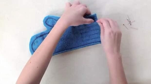 Варежка из старого свитера