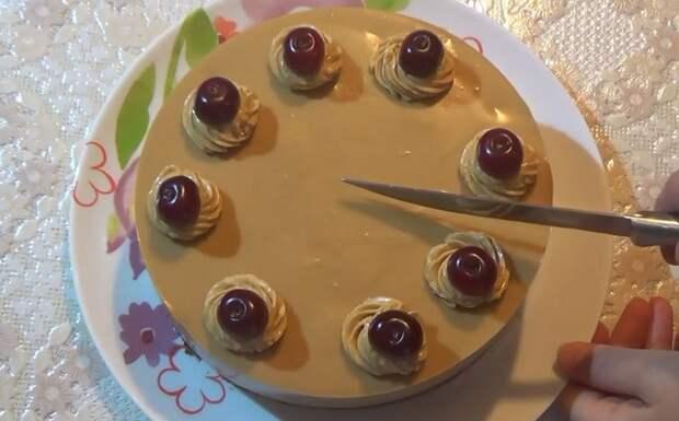 Торт крем-брюле с вишней без выпечки