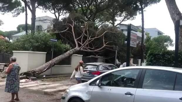 По меньшей мере шесть человек погибли из-за двух торнадо в Китае