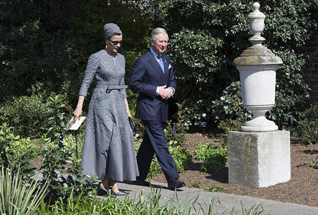 Шейха Моза с принцем Уэльским Чарльзом, 2010 год