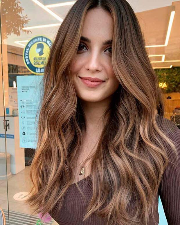 Блестящий образ без особых усилий: это хитовый цвет волос, который будет царить в ближайшие месяцы