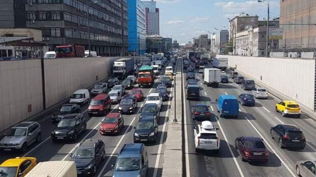 Московских водителей предупредили об ограничении движения на Садовнической набережной