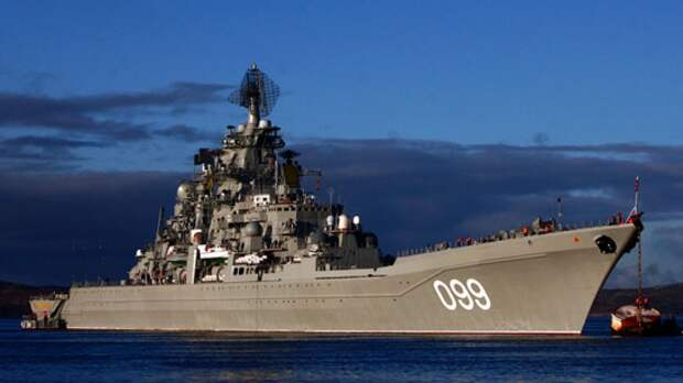 Флагман северного флота «Петр Великий» провел учения в Баренцевом море
