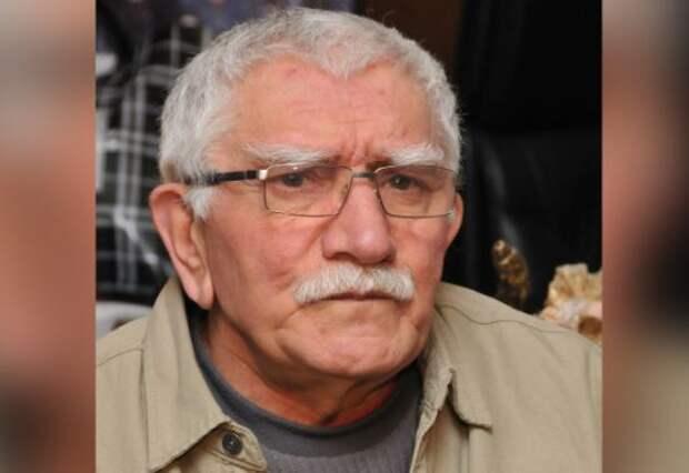 Могила Джигарханяна находится под надежной охраной пенсионерок