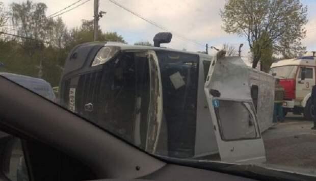 В Смоленске перевернулась маршрутка и попала на видео