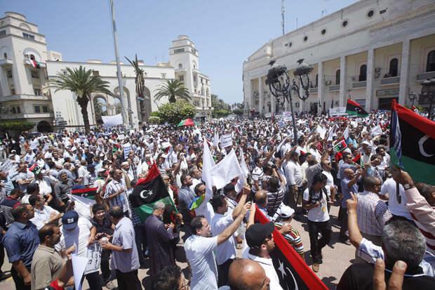Ливийцы вышли на улицы: граждане просят освободить заключённых «Митиги», включая Максима Шугалея