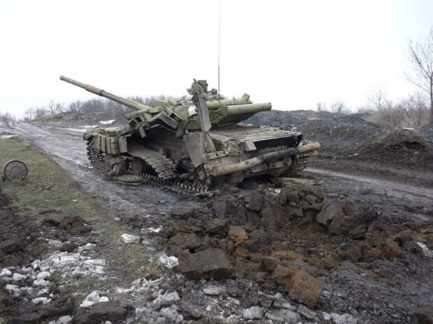 Под Донецком уничтожены украинский танк и армейский грузовик