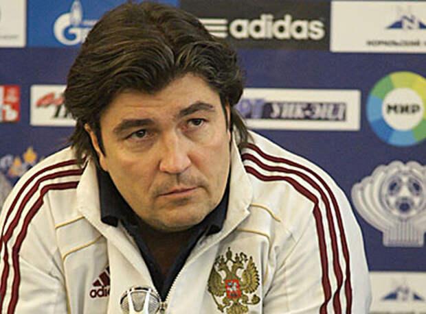 «Странно, что левого защитника в сборной выбирают между Жирковым, «правоногим» Караваевым и Кузяевым. Поэтому и травма Кудряшова становится проблемой», - эксперт