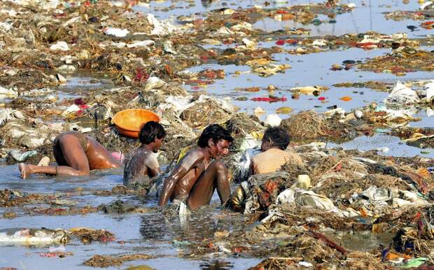 Почему индийцы загрязняют Ганг?