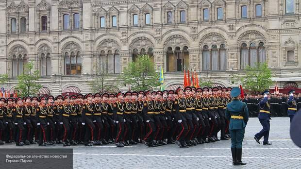 «Снайперы, рост Путина и нашатырь»: самые интересные моменты «закулисья» парада Победы