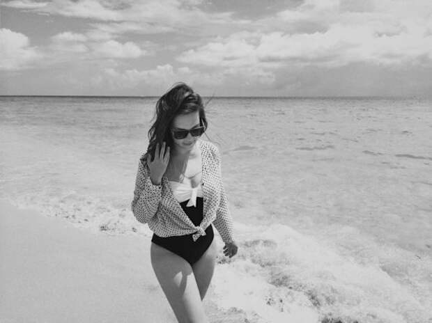 Какую косметику берут с собой на пляж редакторы Gla...