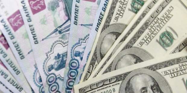 Рубль cнизился к доллару и евро после решения ЦБ снизить ставку