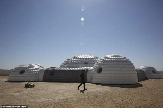 В пустыне Омана идет грандиозный эксперимент по симуляции жизни в колонии на Марсе