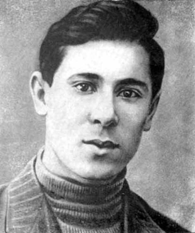 Муса Джалиль в молодости.