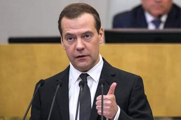 Почему не отправляют в отставку непопулярное правительство Медведева