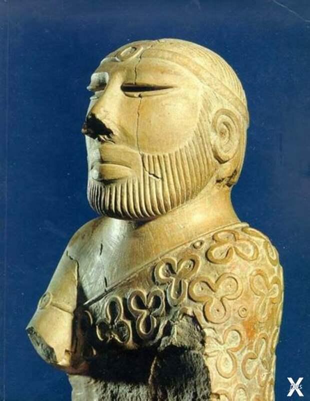 Статуэтка царя-жреца. Высота скульпту...