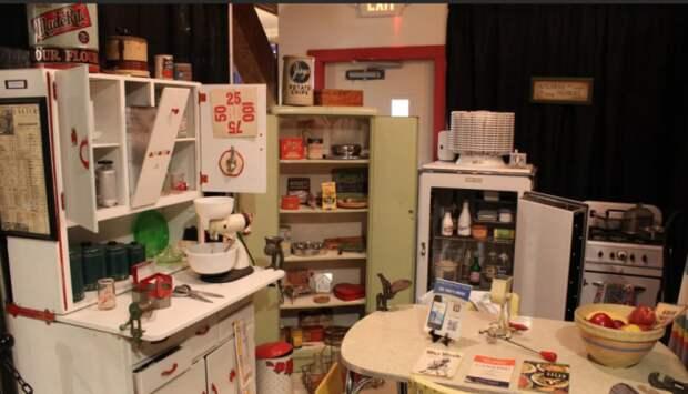 В обычных домах Америки, особенно в мегаполисах, кухни больше напоминают камбуз, где даже развернуться проблематично / Фото: slovech.co