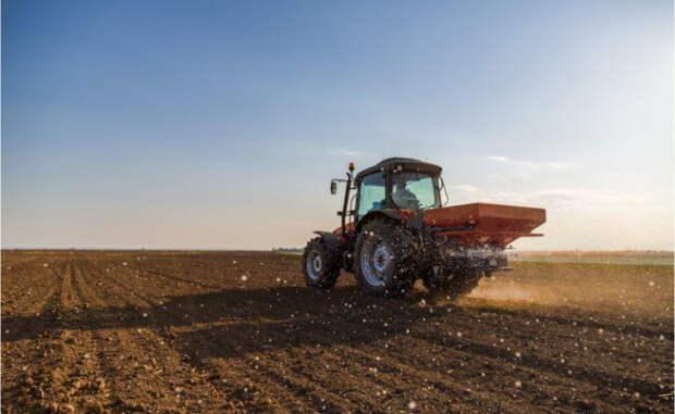 «Себе хуже»: аграрии США испытывают дефицит российских удобрений