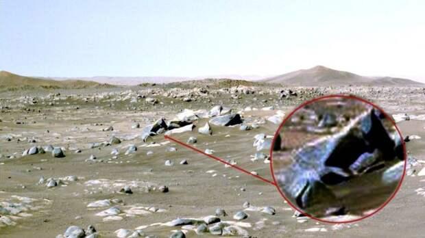Обломки разбившегося объекта, снятые марсоходом Perseverance