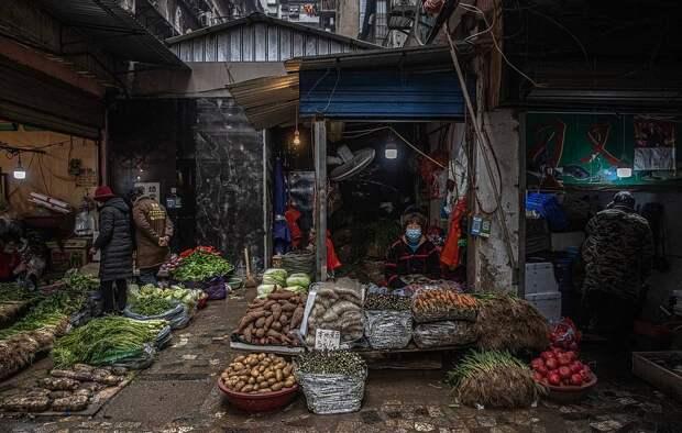 Рынок в Ухане EPA-EFE/ROMAN PILIPEY