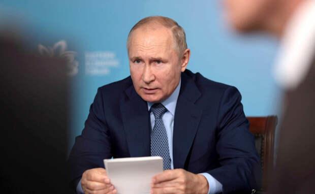 В сети с недоверием отнеслись к опросу, согласно которому работу Путина положительно оценили 57%