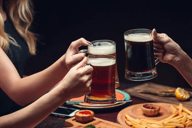 Четыре женщины едва не разгромили кафе за запрет пить пиво