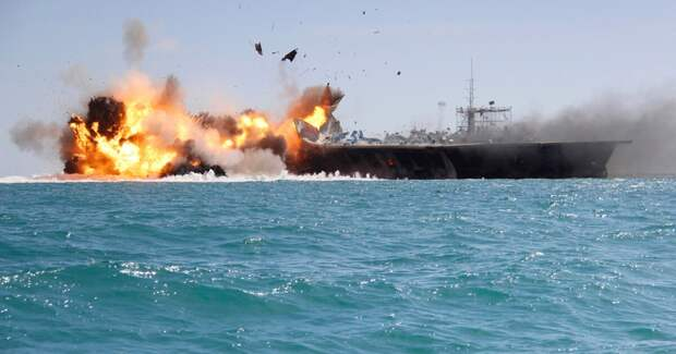 Неизвестное судно со взрывчаткой атаковало израильский корабль в секторе Газа
