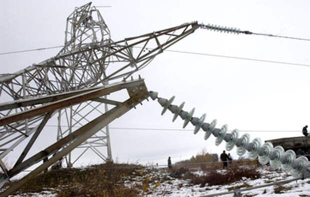 На Сахалине ураган повалил опоры ЛЭП