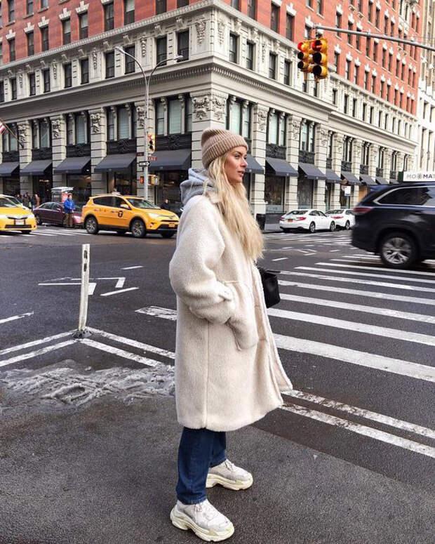 Как стильно носить белые вещи этой осенью? Несколько примеров