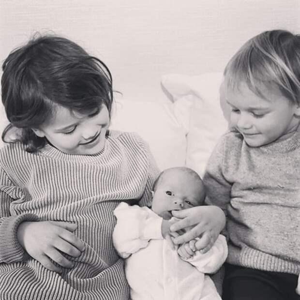 Принц Швеции Карл Филипп и принцесса София поделились новыми фото своих сыновей