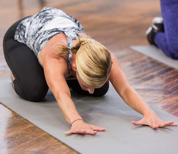 7 упражнений на растяжку, которые сделают позвоночник гибче, а вас - моложе