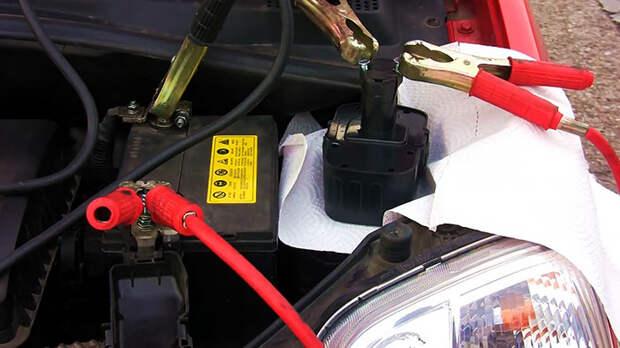 Как завести машину с севшим аккумулятором при помощи шуруповерта