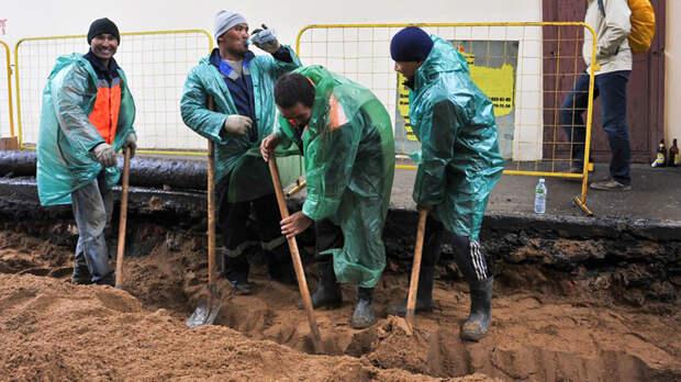 """Москву окружат мигрантские """"гетто"""". Чем опасны новые правила регистрации"""