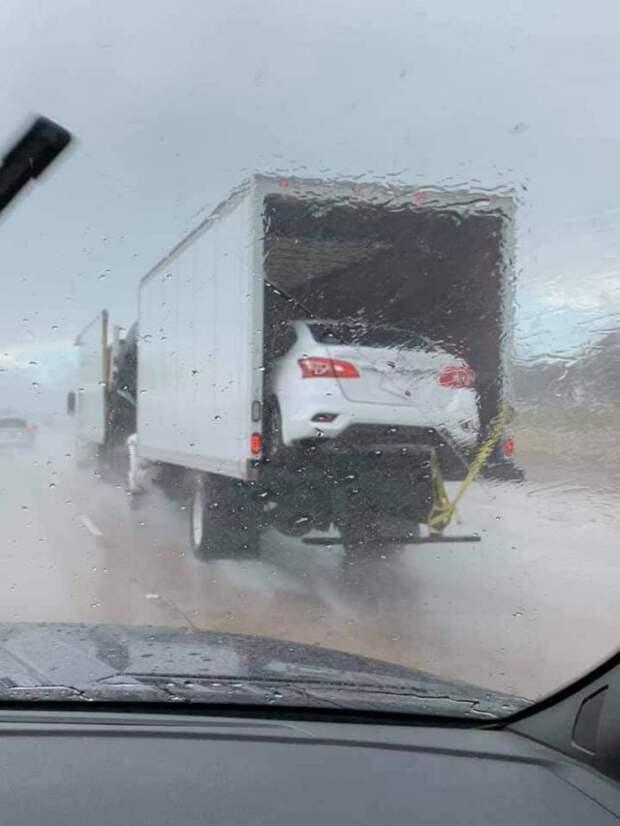 Перевозка авто в кузове грузовика