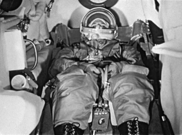 Почему Гагарин взлетал вверх ногами