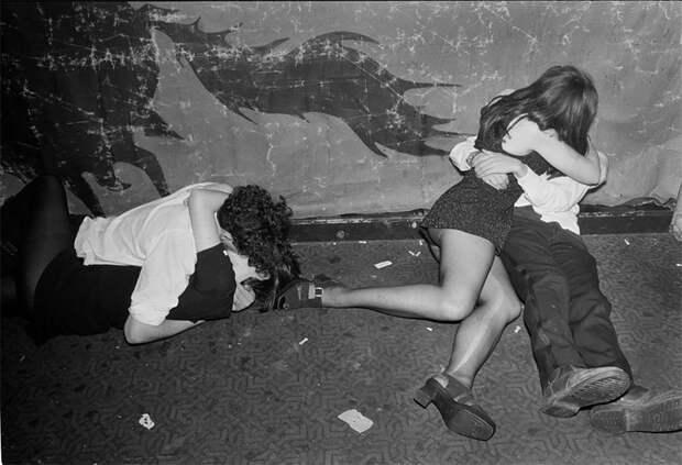 «Агония и экстаз»: фотограф Боб Карлос Кларк запечатлел дикие нравы молодых влюбленных в 90-е