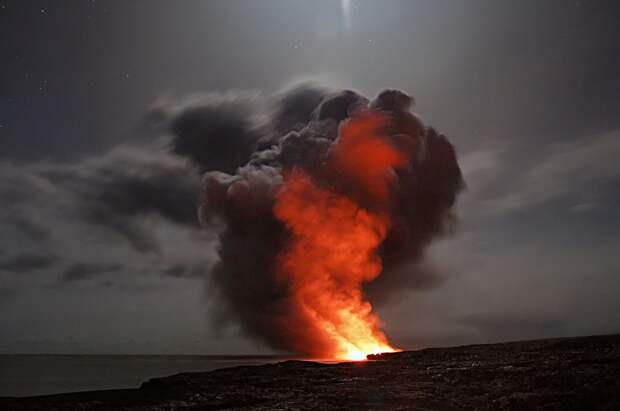 Спавший 6 тысяч лет вулкан начал извергаться в Исландии