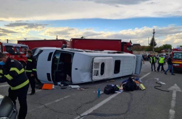 В Румынии фура врезалась в микроавтобус с молдаванами