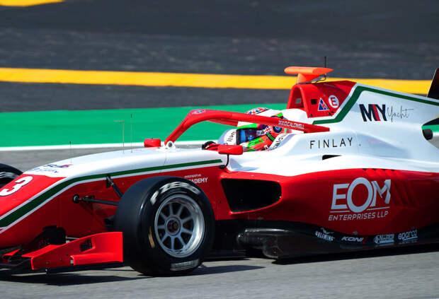 Колдуэлл выиграл вторую гонку Формулы 3 в Испании, Смоляр сошёл