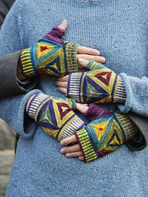 Необычные вязаные варежки перчатки и митенки