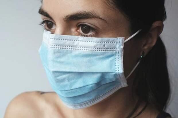 Власти запретили вывозить из России медицинские маски